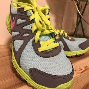 Nike sneakers for girls/ Tenis Nike para niña